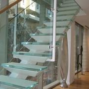 Стеклянные лестницы: ограждения,  перила и ступени из стекла